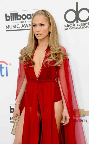 Jennifer Lopez looks stunning in Donna Karan