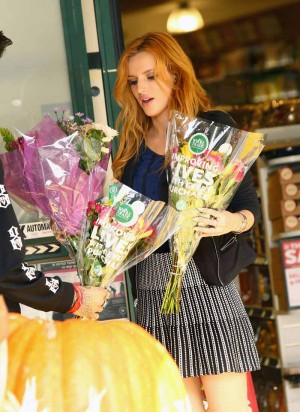 Bella Thorne Candies flowers (3)