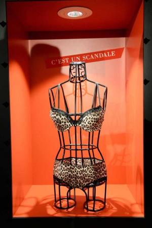 Halle Berry Scandale Paris Unveiling