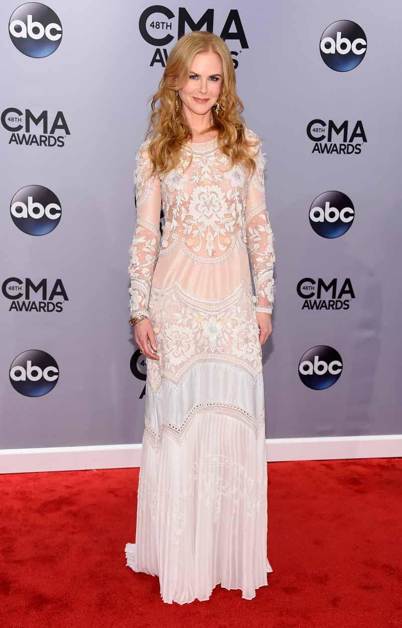 f03a1abd7d58 Nicole Kidman Rocks Roberto Cavalli at the CMA Awards - FashionWindows Blog
