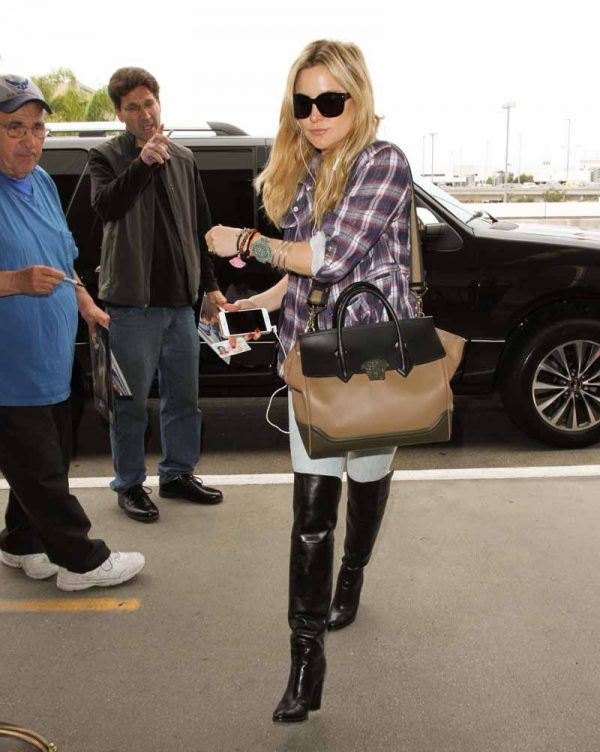 May 11, 2016: Kate Hudson catches a flight out of LAX airport in Los Angeles, CA. Mandatory Credit: INFphoto.com Ref: inf-00