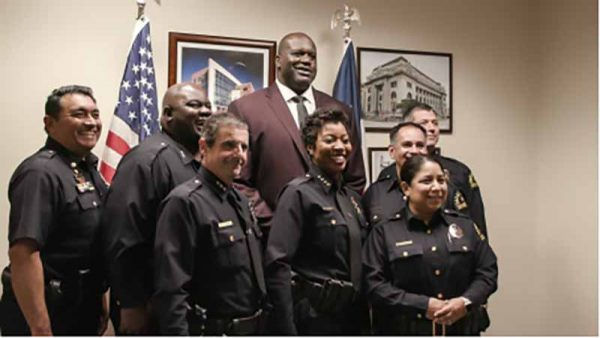 Shaq visits Dallas Police Department